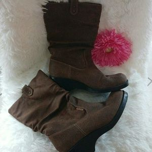 Mudd Gizmo suede brown boots size 8